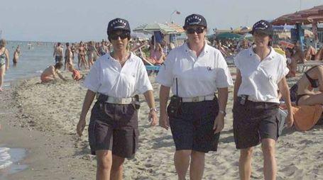 Ravenna, un controllo sulla spiaggia (Foto Corelli)