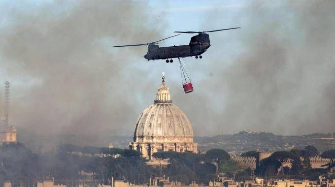 Fiamme a Roma: almeno 30 roghi (Ansa)