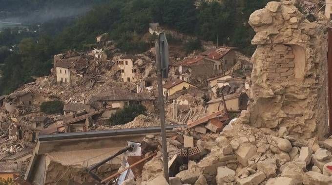 Arquata, nell'ascolano, completamente distrutta dal terremoto