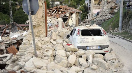 Terremoto, distrutta la frazione di Arquata, nell'ascolano (Foto Ansa)