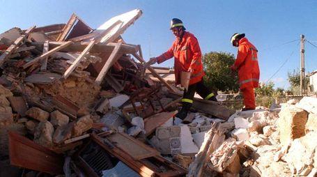 I primi interventi nei comuni colpiti tra Rieti e Macerata (foto Ansa)