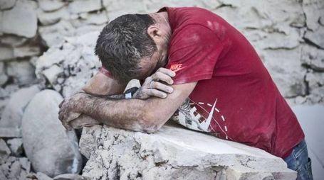 Terremoto, una delle foto simbolo che circolano di più sui social