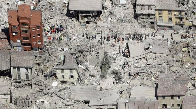 Terremoto Amatrice, le foto choc dall'alto (Ansa)