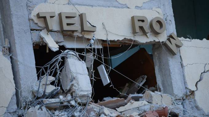 Distrutto l'hotel Roma ad Amatrice (Afp)