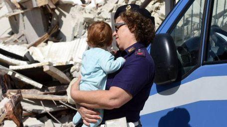 Pescara del Tronto colpita dal terremoto (Ansa)
