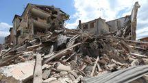 Uno dei tanti edifici crollati nel centro di Amatrice, paese nel  rietino