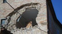 Terremoto, un edificio danneggiato ad Amandola (Foto Zeppilli)