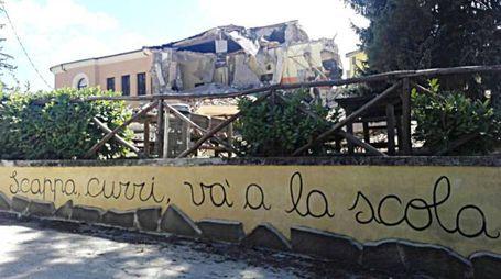 Crolla scuola anti sismica ad Amatrice (Ansa)
