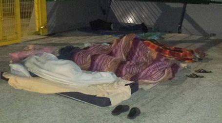 Maceratesi dormono nel piazza dell'Helvia Recina