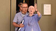 Pierino Corradini all'uscita della procura, dopo l'interrogatorio di garanzia