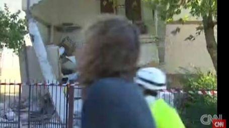 La giornalista Barbie Nadeau di Cnn sfiorata da un crollo (da youtube)