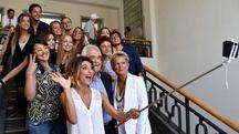 Samanta Togni scatta un selfie di gruppo (Foto Fantini)
