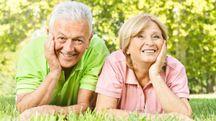 Anziani, felicità, foto generica (Olycom)