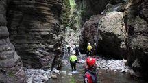 Escursionisti negli Stretti di Giaredo: è una meta molto amata