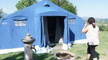 Amandola: la tenda della famiglia Gravucci, sopravvissuta al terremoto (Foto Zeppilli)