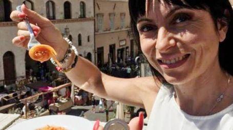 Molti ristornati hanno accolto l'appello rimbalzato sui social di donare ai terremotati due euro per ogni piatto di spaghetti all'Amatriciana o di altre specialità