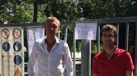 Armi in un asilo di Minerbio, il sindaco Lorenzo Minganti davanti ai sigilli (Radogna)