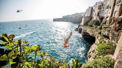 Polignano a mare, tornano i tuffi estremi della Red Bull Cliff Diving