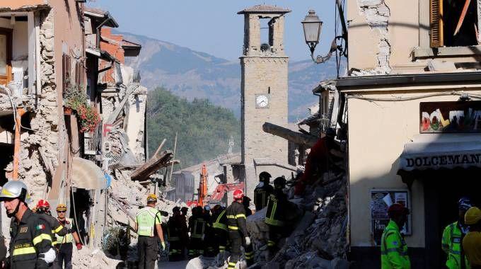Terremoto nel centro Italia, le macerie di Amatrice (Lapresse)