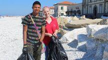 Samed con la volontaria Cri e operatrice Agape Ida Venditti