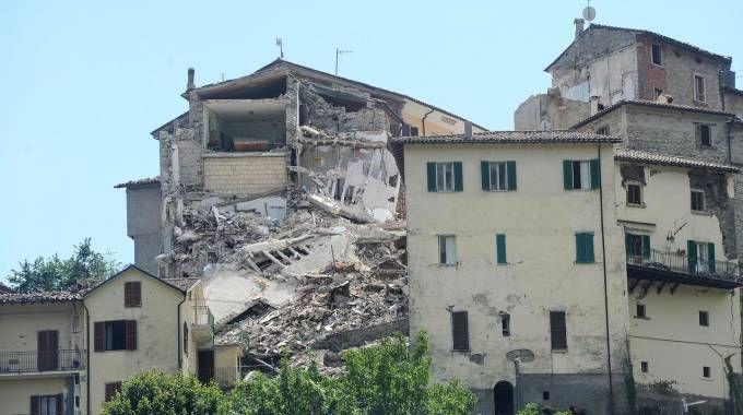Terremoto, la Procura apre un'inchiesta sul sisma che ha devastato l'Ascolano (Foto Afp)