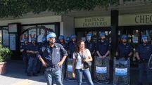 La manifestazione, l'altro giorno, in aeroporto (foto Valtriani)