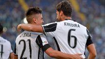 Dybala e Khedira protagonisti nella vittoria sulla Lazio (lapresse)