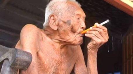 Mbah Gotho è l'uomo più vecchio al mondo: 145 anni (da twitter)