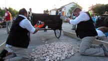 Palio dei carrettieri, oggi la durissima sfida tra le contrade di Osteria Nuova (foto Vitali Rosati)