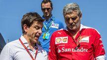 Maurizio Arrivabene, Ferrari Team Chief e Toto Wolff  Mercedes AMG Team Chief (Ansa)