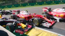 L'incidente tra le Ferrari e Verstappen al GP del Belgio di F1