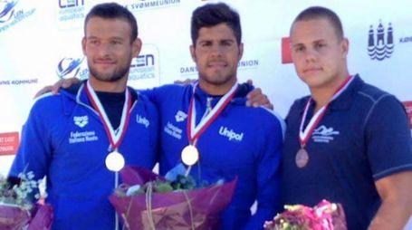 Al centro, la medaglia d'oro Dario Verani