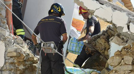 Terremoto, sis cava ancora ad Amatrice (Afp)