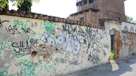 Graffiti sul muro della chiesa