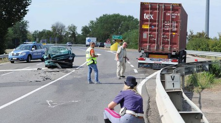 Incidente mortale sul raccordo autostrale