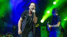 Eddie Vedder in concerto con i Pearl Jam (Olycom)