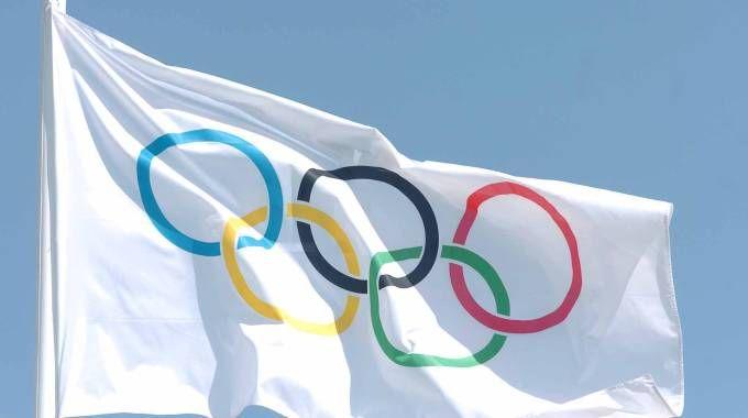 Bandiera con il simbolo delle Olimpiadi