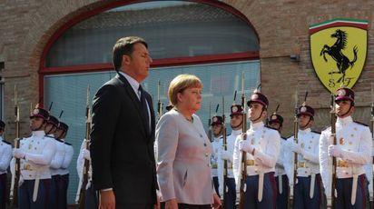 Matteo Renzi e Angela Merkel a Maranello (fotofiocchi)