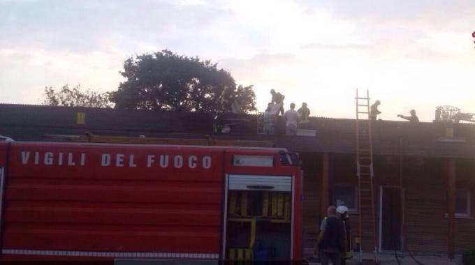 Un'immagine dell'incendio all'asilo della Gabella
