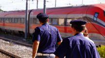 Gli agenti della Polfer in servizio alla stazione