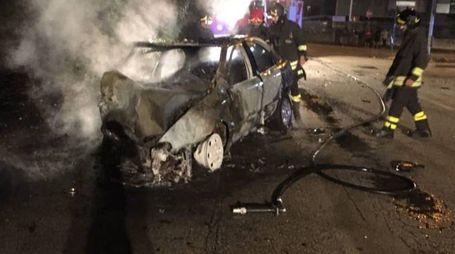L'auto che ha preso fuoco