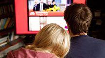 Guardare le serie tv insieme migliora la vita di coppia – Foto: Kumar Sriskandan / Alamy