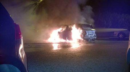 La Mercedes Classe B in fiamme