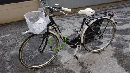 Una delle due biciclette sequestrate