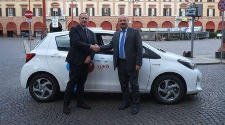 L'ad di Toyota con il sindaco Drei (Frasca)