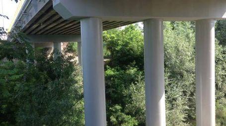 Lavori indipensabili al ponte sul fiume