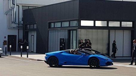Matteo Renzi alla guida della spider Lamborghini