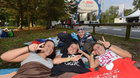 Fan di Ligabue in attesa di entrare al Parco di Monza