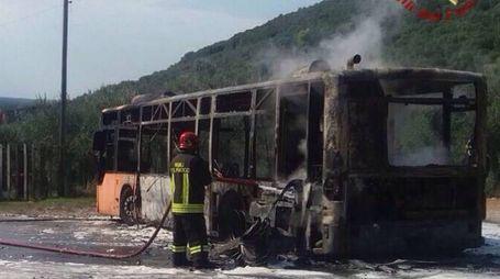L'autobus che ha preso fuoco