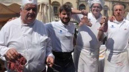 I MACELLAI Quelli toscani hanno scelto Arezzo per la grande cena di beneficenza in programma stasera in piazza della Libertà